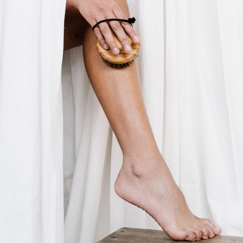 I 6 consigli per esfoliare la pelle in estate